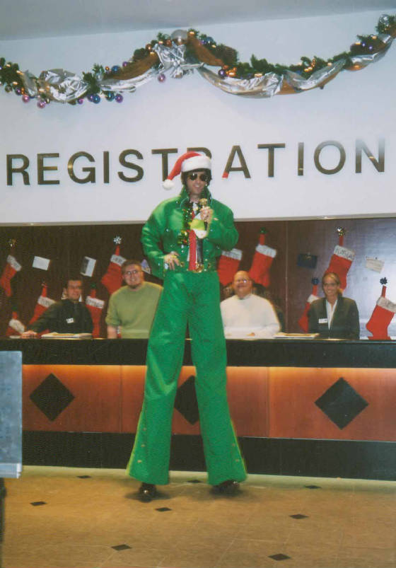 8FT.-ELVIS-GREEN-X-MAS-scanner-35mm-pics-02.jpg