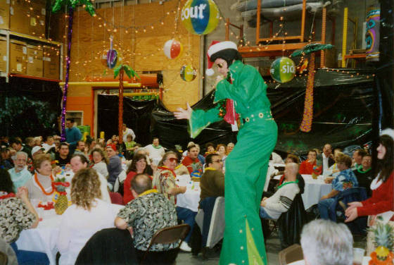 8FT.-ELVIS-GREEN-X-MAS-scanner-35mm-pics-08.jpg