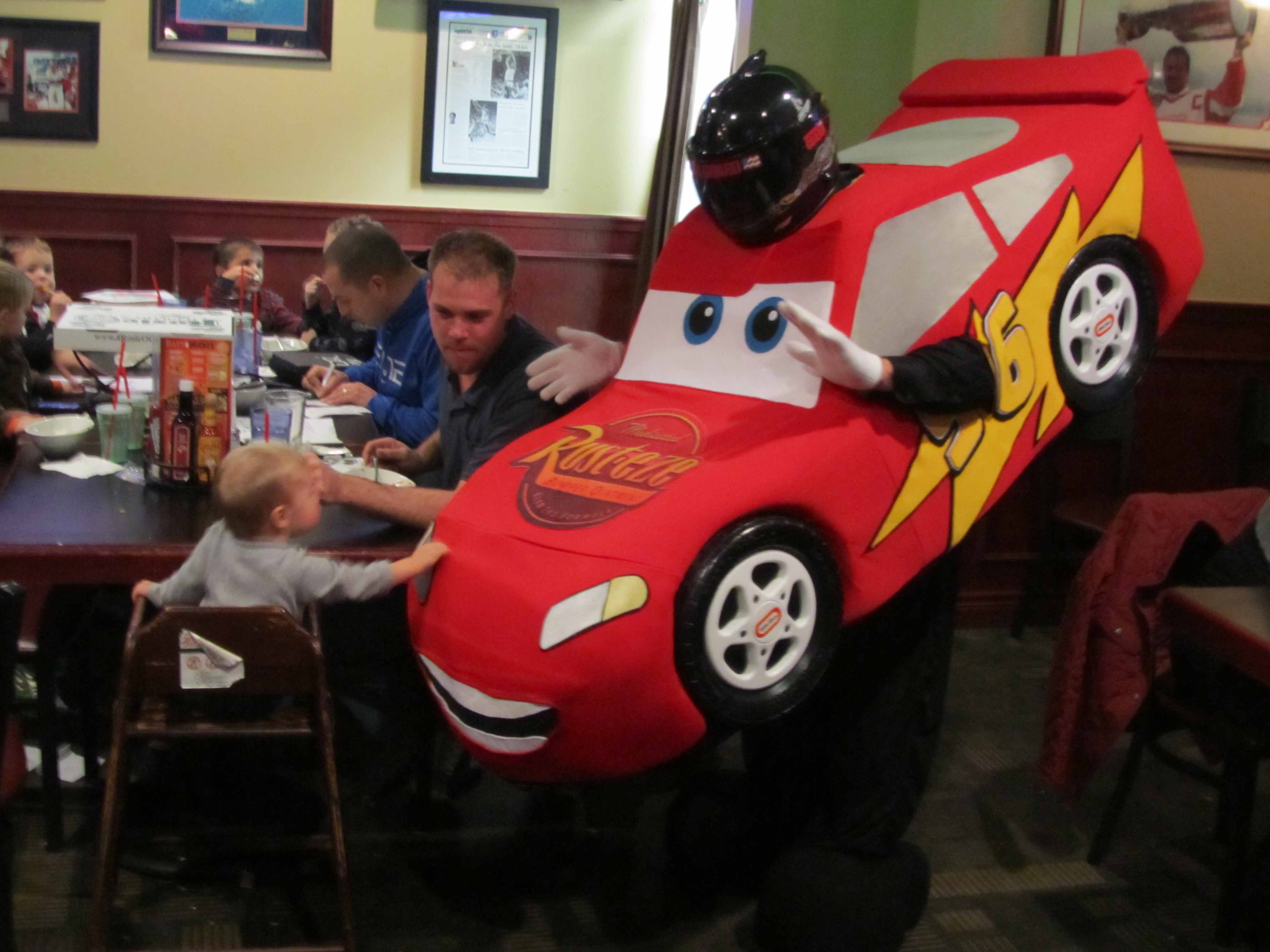 car-kid-restaurant199.JPG